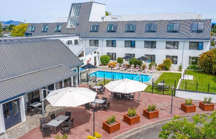 Scenic Hotel Marlborough Exterior Patio Area