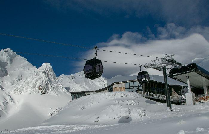 Sky Waka gondola in winter on Mount Tongariro with snow