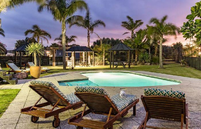 Ramada, Taipa Outdoor pool area