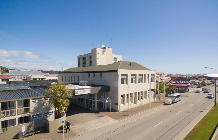 Kingsgate Hotel Greymouth Exterior from across the road