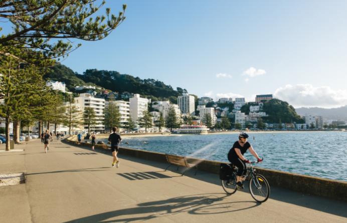 People running and biking along Wellington Waterfront
